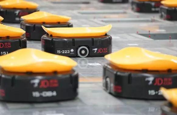 刘强东坦言:员工缩减,实行AI和机器人